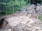 bencana-alam-berupa-tanah-longsor-terjadi-di-kabupaten-kuningan-selasa-15122020.jpg