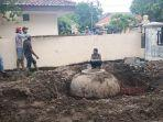 benda-misterius-di-halaman-kantor-kecamatan-losarang-indramayu-senin-1312020.jpg