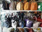 beragam-tas-kulit-yang-dijula-di-toko-tas-kulit-exotic-cikutra_20170825_215603.jpg