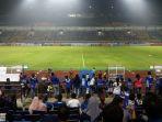 bobotoh-sudah-memasuki-stadion-gelora-bandung-lautan-api-_persib-vs-bhayangkara_20180531_200304.jpg