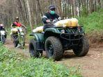 bupati-sukabumi-marwan-hamami-gandeng-komunitas-trail-memberikan-bantuan.jpg