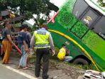 bus-pariwisata-yang-nyungseb-di-turunan-gentong-sedamng-dievakuasi-selasa-1512-pagi.jpg