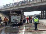bus-terbakar-hangus-di-km-84600-a-tol-cipali-kamis-15102020.jpg