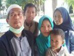 cokro-wijoyo-44-bersama-istri-dan-ketiga-anaknya.jpg