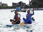 dedi-mulyadi-bermain-kayak-bersama-susi-pudjiastuti-di-pangandaran.jpg