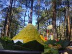 dedi-mulyadi-dan-warga-kampung-gunung-satria-kersa-maju-cigalontang-kabupaten-tasikmalaya_20180509_134849.jpg