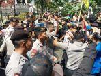 demo-mahasiswa-di-depan-gedung-dprd-kota-bandung.jpg