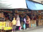 deretan-pedagang-kue-kering-di-kawasan-pasar-baru.jpg