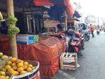 deretan-pkl-di-jalan-ahmad-yani-kabupaten-garut-senin-682018_20180806_095143.jpg