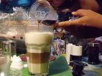 di-qwongs-coffee-menu-best-seller-kopinya-yaitu-coffelatte-capuccino-dan-vietnam-drip_20180209_143958.jpg