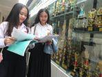 dua-remaja-mendaftar-ppdb-sma-1-bandung_20170704_112056.jpg