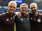 duo-pemain-timnas-meksiko-javier-hernandez-kiri-dan-miguel-layun_20180702_185257.jpg