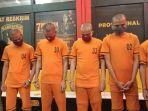 empat-pria-berinisial-aw-ar-jk-ja-dan-rp-ditahan-di-satreskrim-polrestabes-bandung.jpg