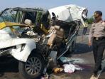enam-orang-tewas-pada-kecelakaan-maut-di-tol-cipali-2_20151206_103952.jpg