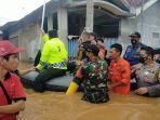 evakuasi-korban-banjir-di-karawang.jpg