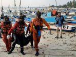 evakuasi-mayat-di-pantai.jpg