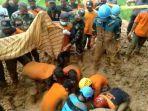 evakuasi-rusinah-72-kotban-longsor-di-kampung-pasar-jantung-tasikmalaya.jpg