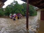 evakuasi-warga-korban-banjir-indramayu.jpg