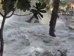 gelombang-tinggi-hantam-sejumlah-titik-pantai-di-kabupaten-pangandaran_20180726_141116.jpg