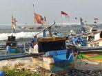 gelombang-tinggi-menerjang-wilayah-pantai-kabupaten-sukabumi-rabu-2652021.jpg