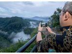 gubernur-jawa-barat-ahmad-heryawan-memotret-panorama-dari-tebing-keraton_20180213_182039.jpg