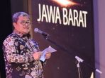gubernur-jawa-barat-ahmad-heryawan_20180412_195225.jpg