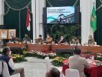 gubernur-jawa-barat-ridwan-kamil-saat-memimpin-rapat-komite-kebijakan-penanganan-covid-19.jpg