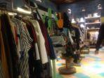 happy-go-lucky-butik-pakaian-yang-sajikan-barang-limited-edition_20180606_172845.jpg