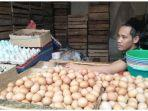 harun-30-pedagang-telur-ayam-di-pasar-pelita-kota-sukabumi.jpg