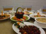 hidangan-menu-di-meja-yang-bisa-diputar-ala-restoran-cina-di-harris-hotel-festival-citylink_20180125_124718.jpg