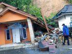 hujan-deras-picu-banjir-dan-longsor-di-kabupaten-sukabumi-sejumlah-rumah-warga-rusak.jpg