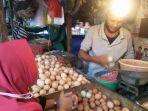 ihsan-47-pedagang-telur-di-pasar-pelita-kota-sukabumi.jpg
