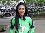irma-aulia-23-perempuan-pengemudi-ojek-online-asal-antapani-kota-bandung_20171016_170532.jpg