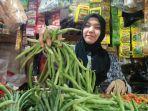 irmayanti-35-pedagang-sayur-di-pasar-parakanmuncang.jpg