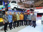 isuzu-sabet-spk-938-unit-dan-penghargaan-best-booth-commercial-vehicle-di-giias-2019.jpg
