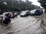 jalan-pelajar-pejuang-kota-bandung-tergenang-banjir_20180104_181230.jpg