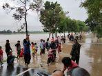 jalan-penghubung-desa-terendam-banjir.jpg