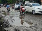 jalan-provinsi-di-cikembar-sukabumi-rusak-parah-warga-mengeluh-sudah-lama-gak-diperbaiki.jpg