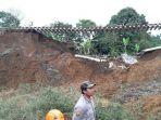 jalur-kereta-api-yang-rusak-akibat-longsor-di-kampung-meseng-kabupaten-bogor_20180206_154216.jpg