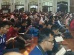 jamaah-yang-melakukan-itikaf-di-masjid-raya-habbibburrahman_20170608_151634.jpg
