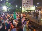 jemaah-membludak-sampai-di-luar-masjid-tsm_20180201_141243.jpg