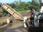 jembatan-ambruk-di-dusun-kalapa-dua-desa-margamukti-kecamatan-sumedang-utara.jpg