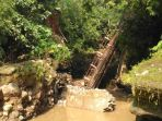 jembatan-cikaroya-di-desa-gemulung-lebak-kecamatan-greged-kabupaten-cirebon_20180302_200853.jpg
