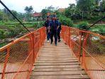 jembatan-penghubung-di-kampung-bolenglang.jpg