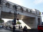 jembatan-penyeberangan-di-jalan-asia-afrika-tampak-dari-depan_20170823_100157.jpg