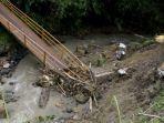 jembatan-rusak-curugkembar-sukabumi.jpg