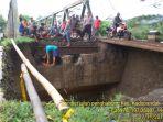 jembatan-yang-terputus-di-cianjur-selatan-akibat-intensitas-hujan-yang-tinggi-senin-27112017_20171128_095736.jpg