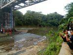 kaget-kereta-api-datang-tiba-tiba-penjual-boboko-tewas-mengenaskan-jatuh-dari-jembatan-ka.jpg
