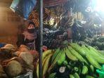 kahadijah-saat-ditemui-di-kiosnya-di-pasar-panorama-lembang.jpg