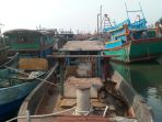 kapal-bertonase-besar-yang-bersandar-di-dermaga-ppn-kejawanan-kota-cirebon_20180131_200401.jpg